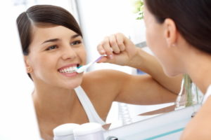 Как самостоятельно убрать зубной налет, и что предлагает современная стоматология