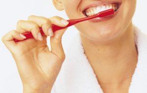 Для чего нужна чистка зубов