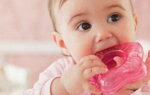 Первые симптомы прорезывания зубов