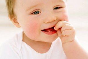 Как облегчить боль при прорезывании зубов